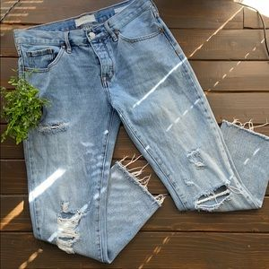 PacSun Distressed Girlfriend Cropped Jean Size 26